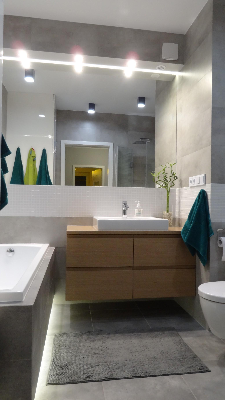 łazienka W Szarościachz Wanną I Prysznicem Gutdesign